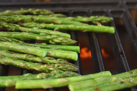 Some tasty barbecue grilled asparagus