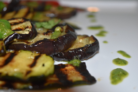 Grilled aubergine slices with the pesto dressing